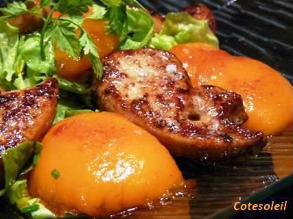 Salade de foie-gras-poele-et-peches-caramelisees