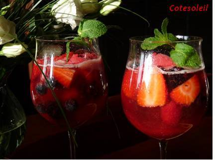 Coupes fruits rouges & champagne