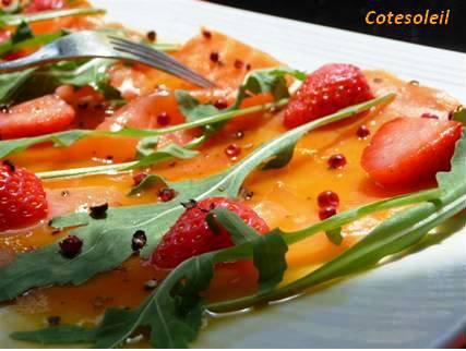 Salade de saumon fumé aux fraises sauce agrumes