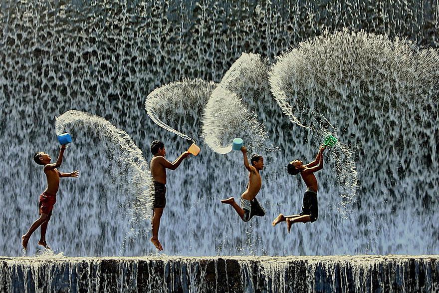 indonesie-eau-enfant