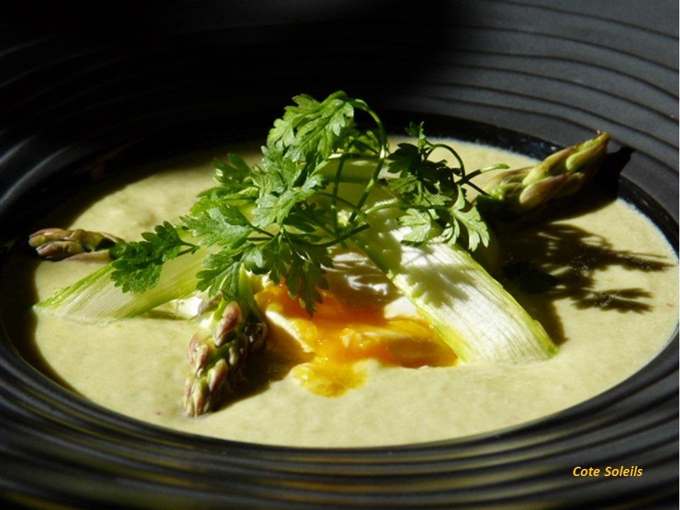 Crème d'asperges & oeuf mollet
